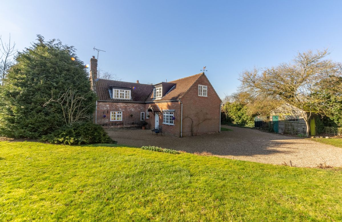 Click here for more about Peak Hill Cottage