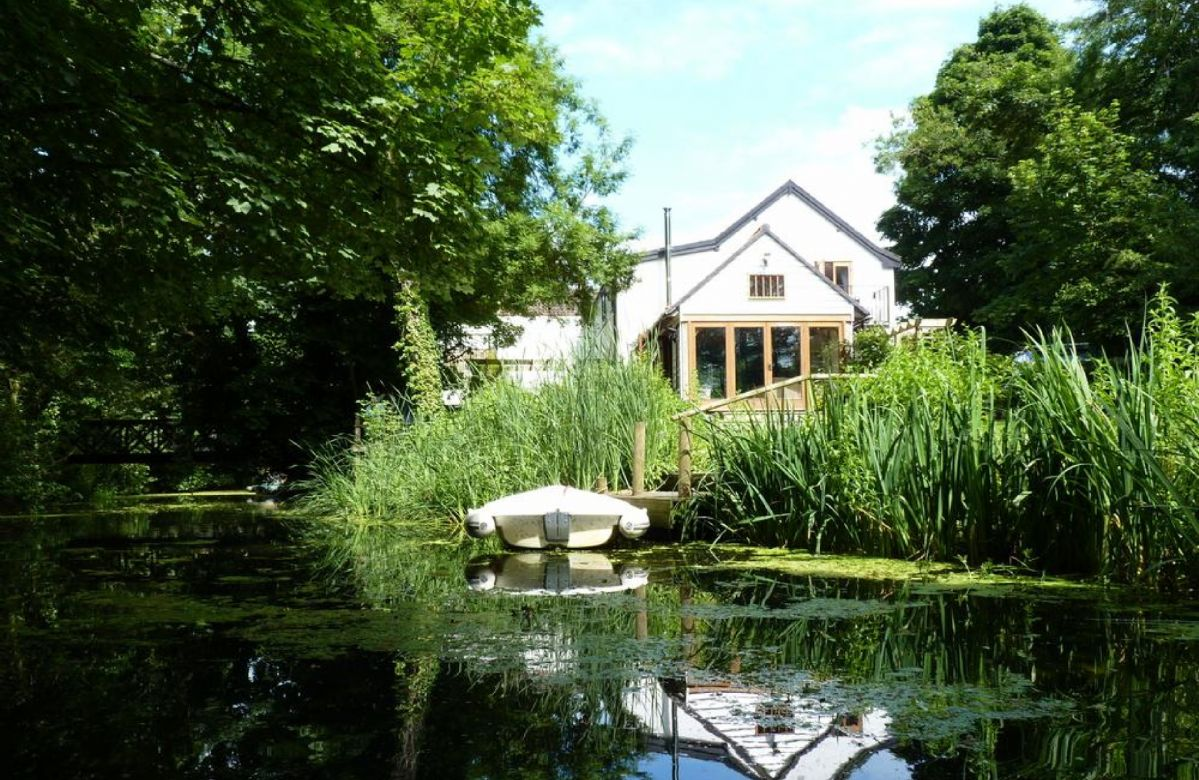 Riverside Cottage sleeps 5